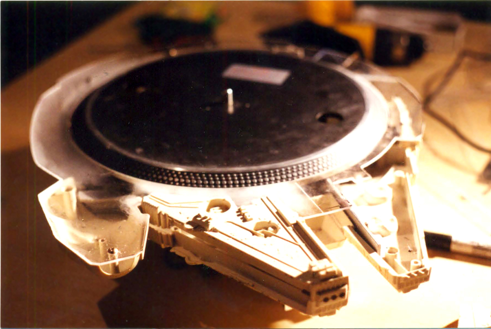 1977-star-wars-millennium-falcon-toy-transformed-into-turntable4