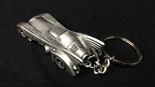 hstl_1989_batmobile_keychain_back.jpg