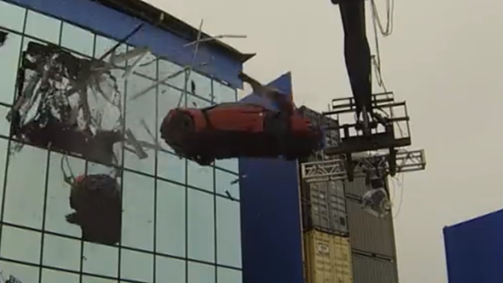 Behind The Scenes FURIOUS Car Stunts Video Tease GeekTyrant - Behind the scenes fast and furious 7 stunts