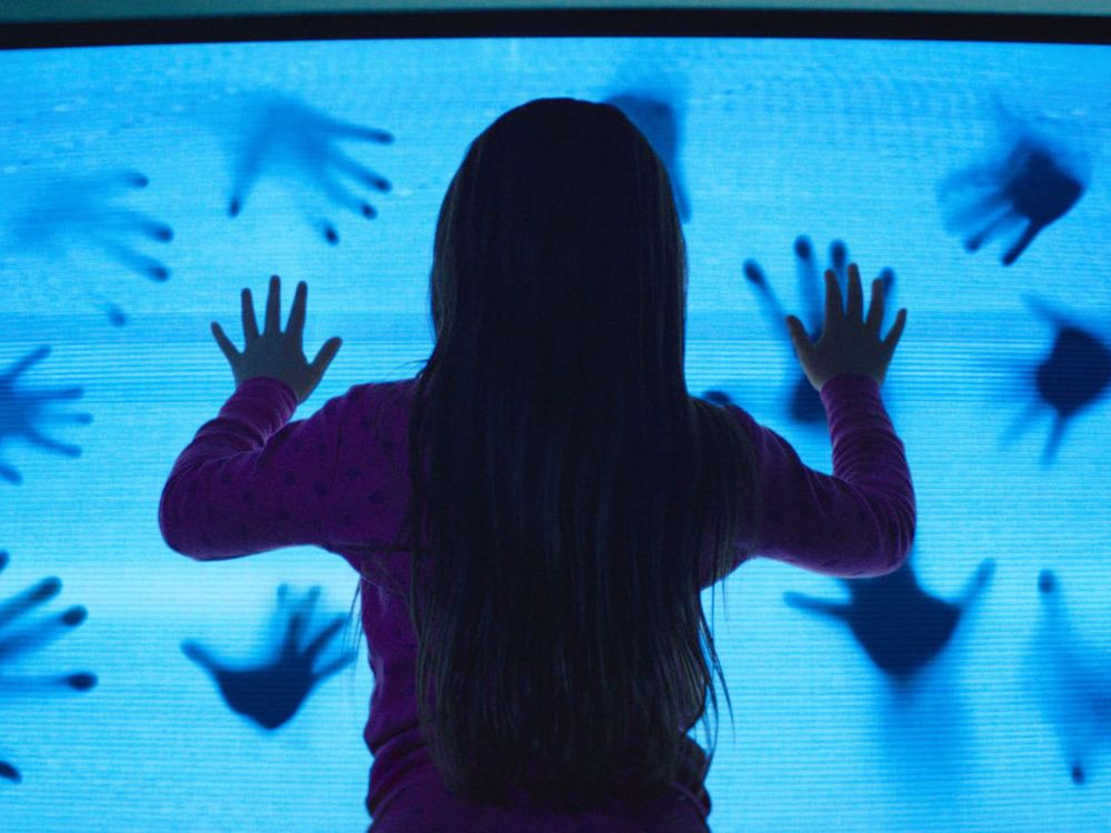 poltergeist-remake-photos-show-creepy-clown-tv-hauntings-and-more