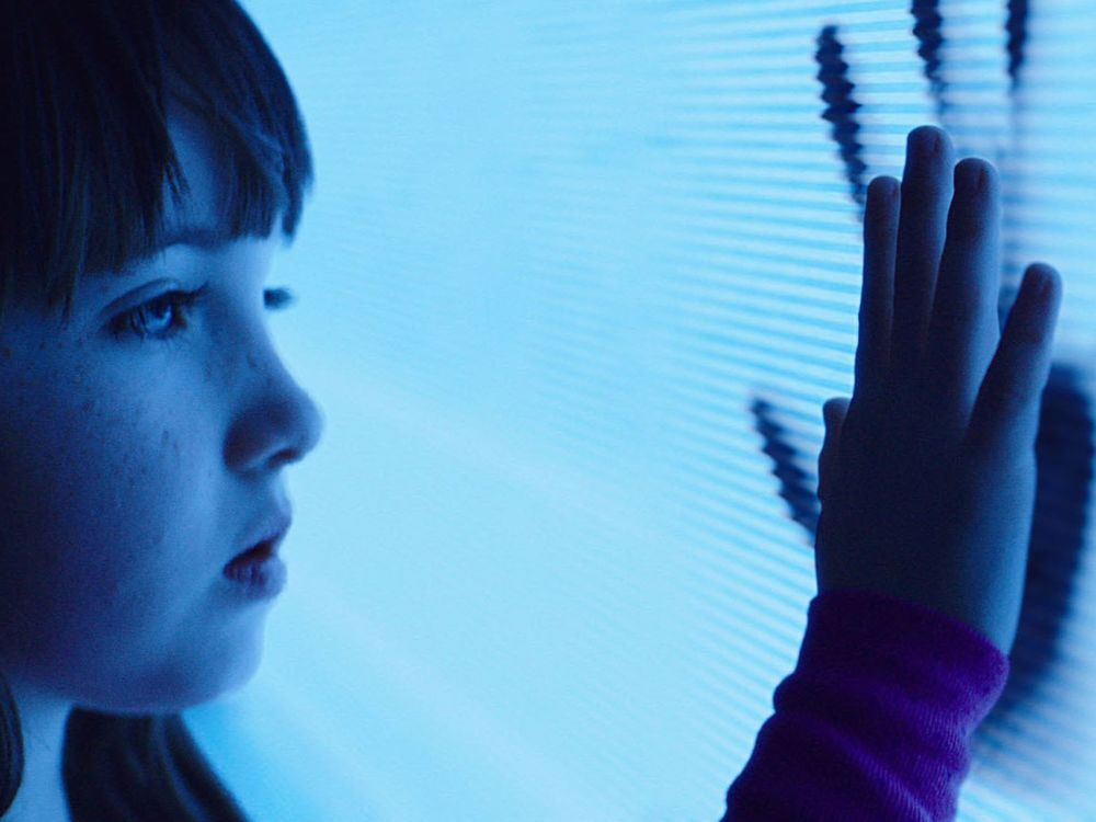 poltergeist-remake-photos-show-creepy-clown-tv-hauntings-and-more5