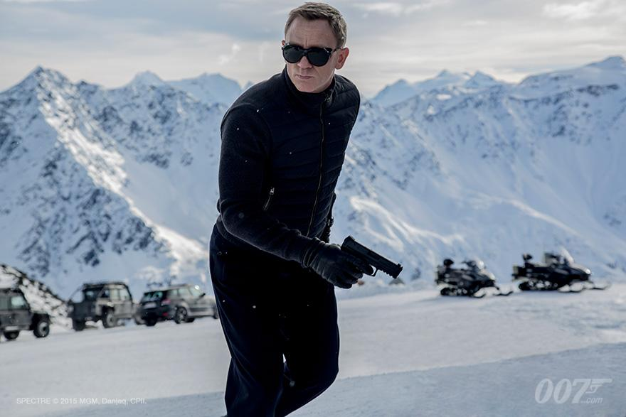 spectre-first-photo-of-daniel-craig-as-james-bond-and-featurette