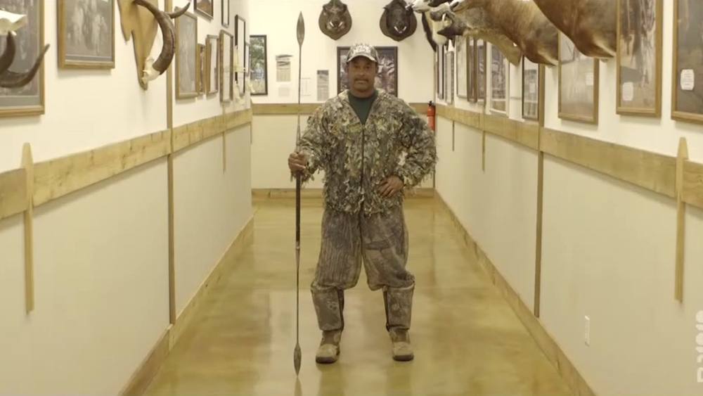 bizarre-trailer-for-the-documentary-spearhunter