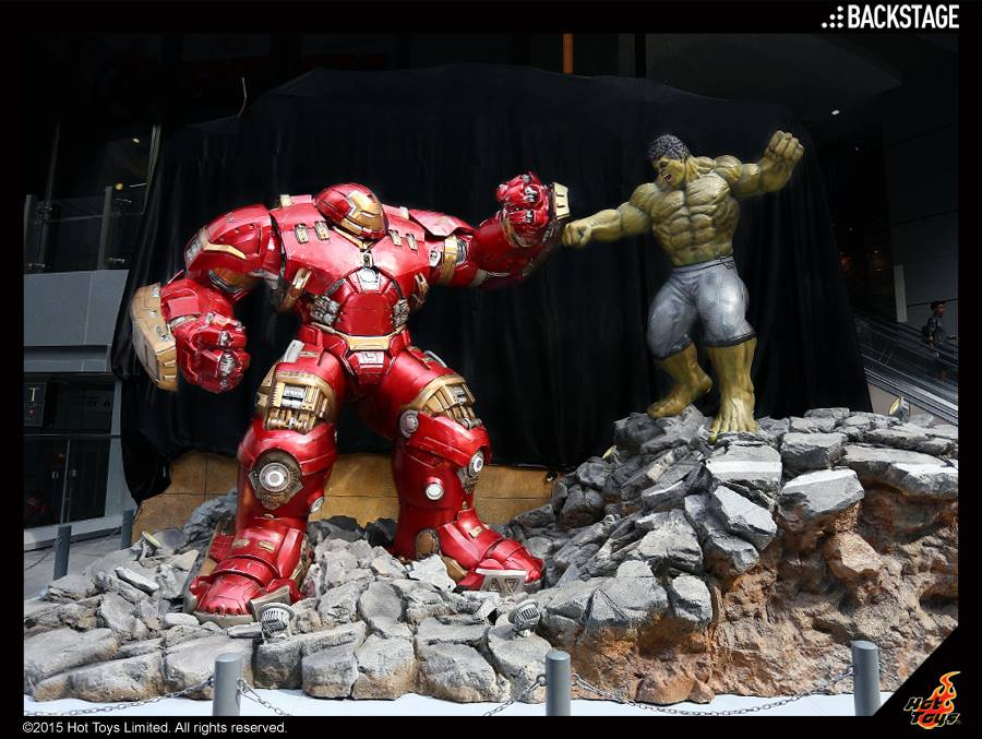 hot-toys-reveals-life-size-hulk-vs-hulkbuster-display2