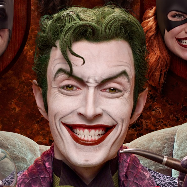 jokers-creepy-trophy-wall-brought-to-life-for-cosplay-photo2