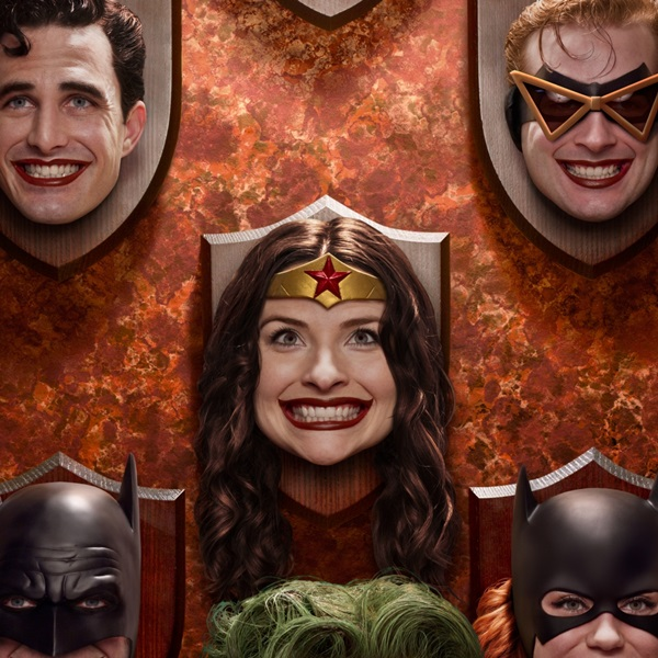jokers-creepy-trophy-wall-brought-to-life-for-cosplay-photo4