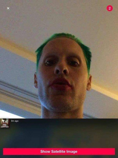 jared-leto-sporting-joker-green-hair-and-red-lipstick