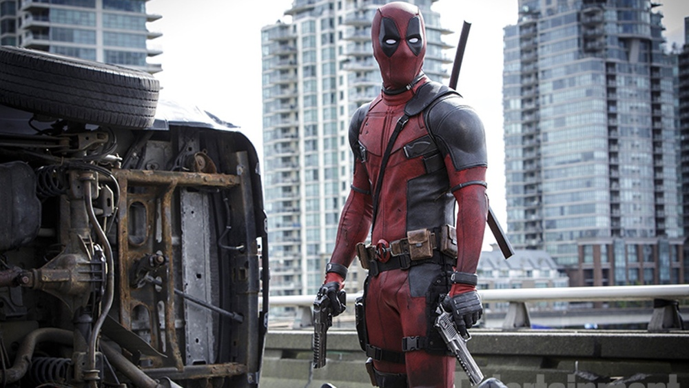 new-photo-from-deadpool-of-the-anti-hero-ready-for-action