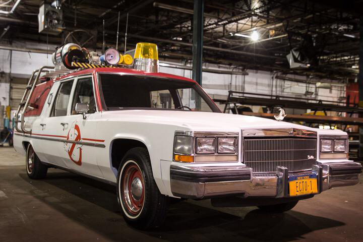 photo-of-the-ecto-1-in-new-ghostbusters-reboot-and-of-melissa-mccarthy-in-her-uniform