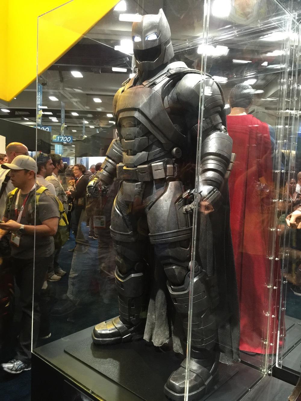 batman-v-superman-batman-armor-costumes-weapons-prop-photos