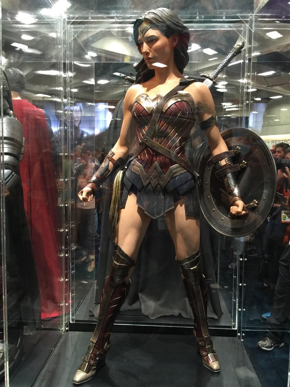 batman-v-superman-batman-armor-costumes-weapons-prop-photos1