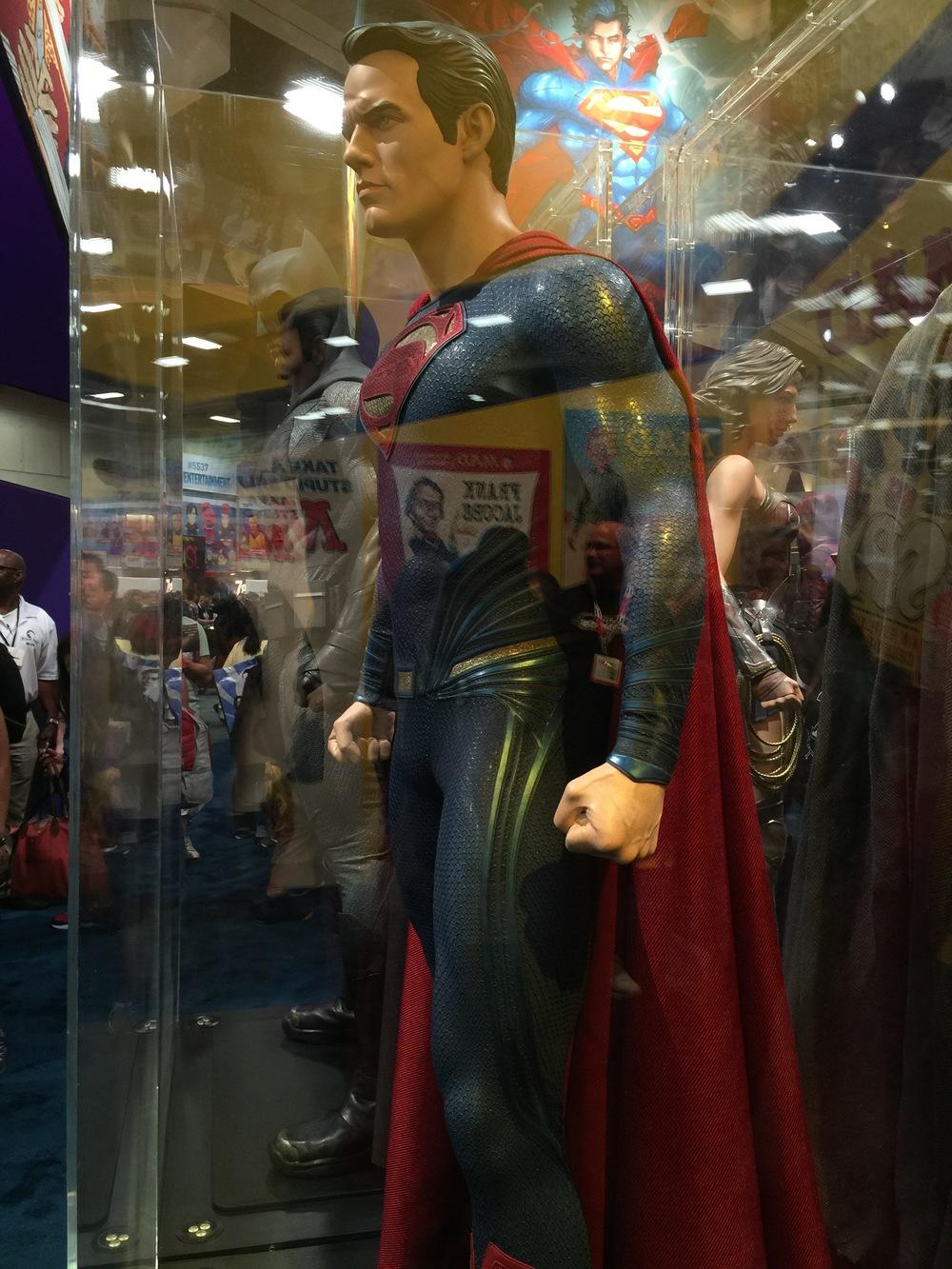 batman-v-superman-batman-armor-costumes-weapons-prop-photos19