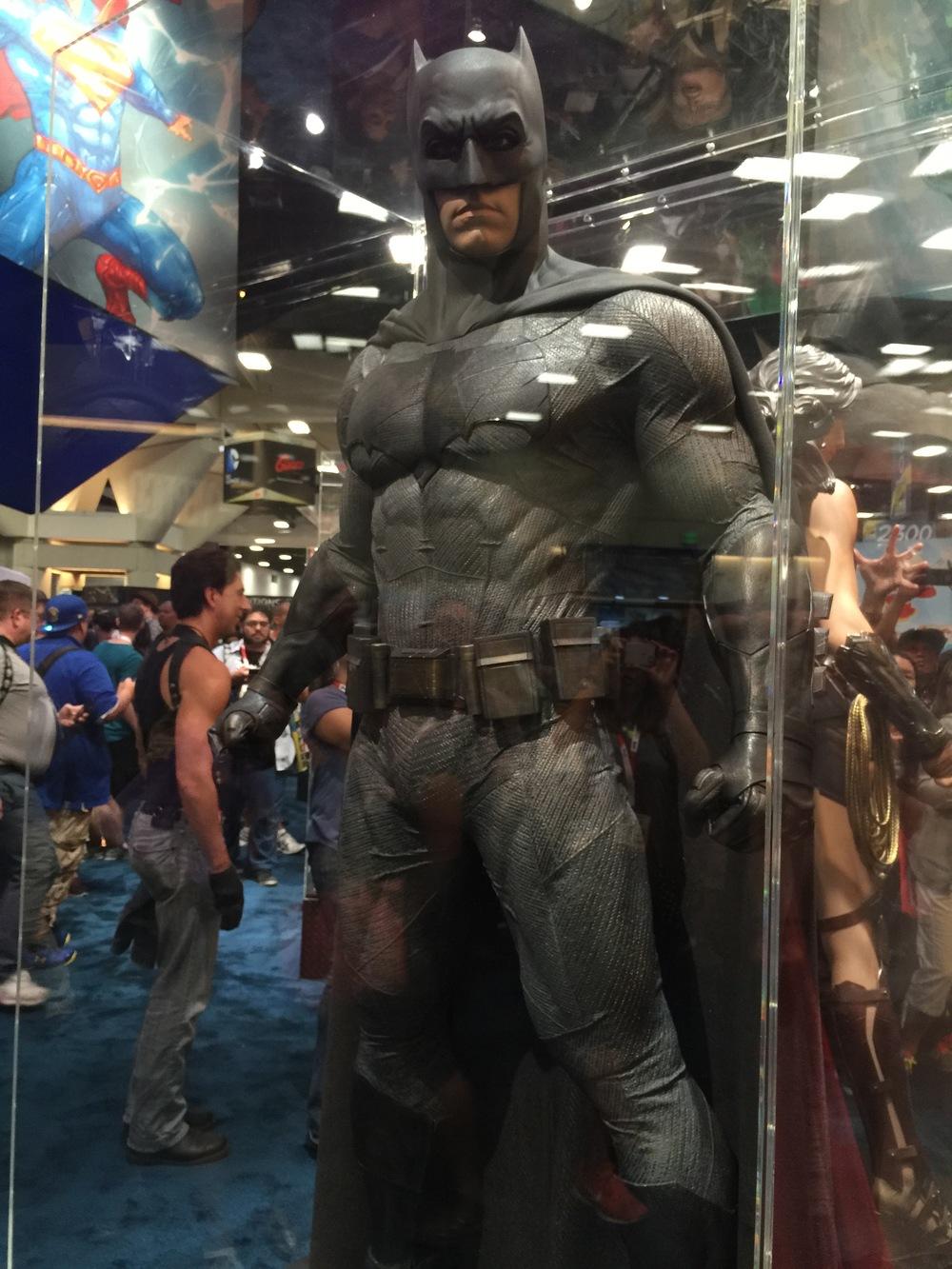 batman-v-superman-batman-armor-costumes-weapons-prop-photos20
