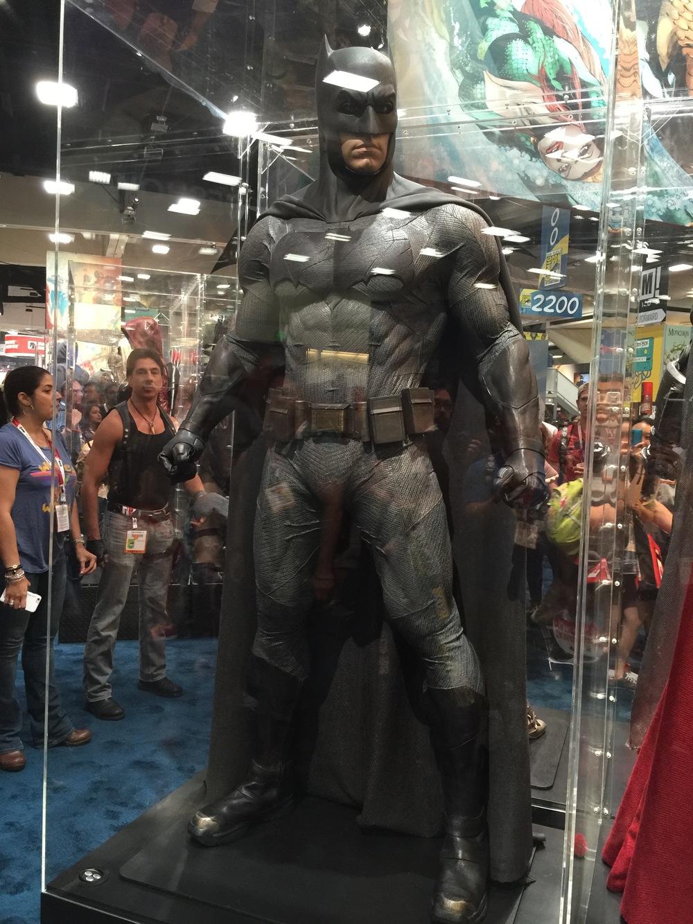 batman-v-superman-batman-armor-costumes-weapons-prop-photos21