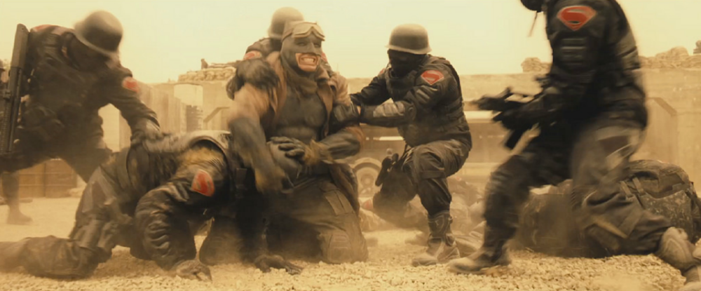 batman-v-superman-close-up-shot-of-batmans-desert-battle-uniform-and-new-banner2