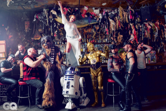 STAR WARS épisode 7  - Page 5 Amy-schumer-parties-hard-star-wars-style-in-gq-photoshoot2?format=1000w