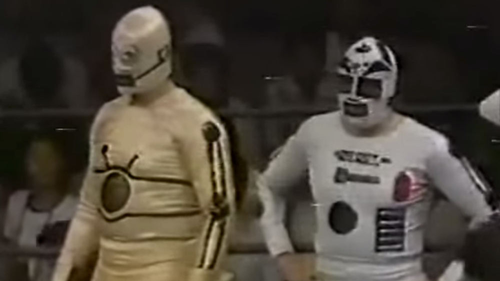 in-1979-r2-d2-and-c-3po-fought-in-a-japanese-wrestling-match