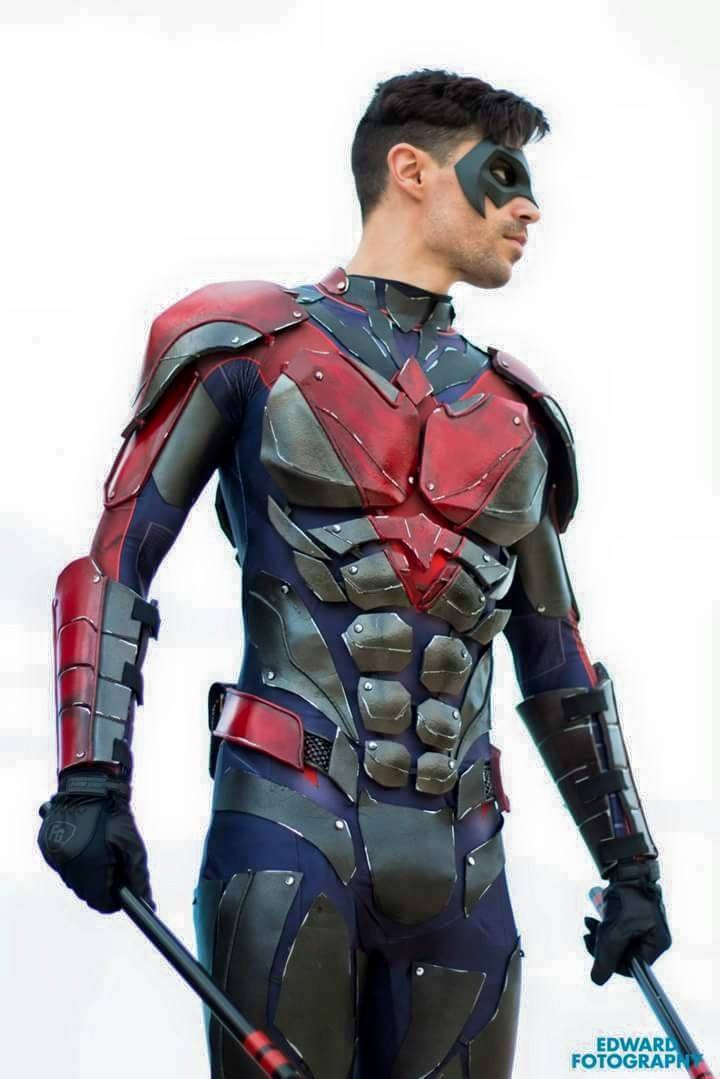 Nightwing best of cosplay collection geektyrant for Www dreamhome com