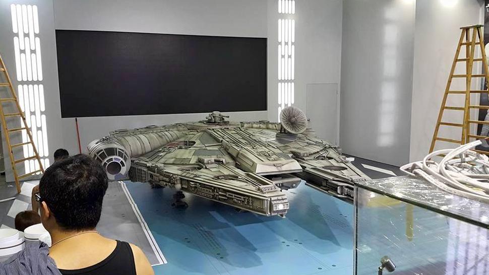 new-photos-of-hot-toys-massive-18-foot-long-millennium-falcon1