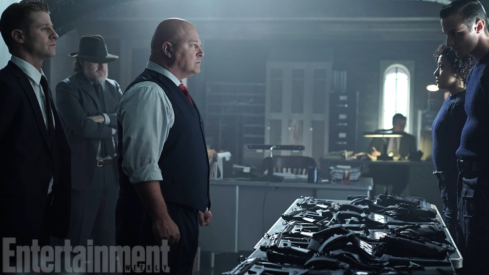first-look-at-michael-chiklis-in-gotham-as-captain-nathaniel-barnes