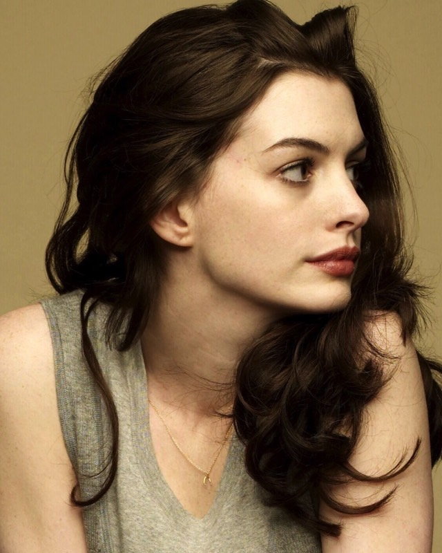 Anne Hathaway Will Tackle An Alien Invasion In Action