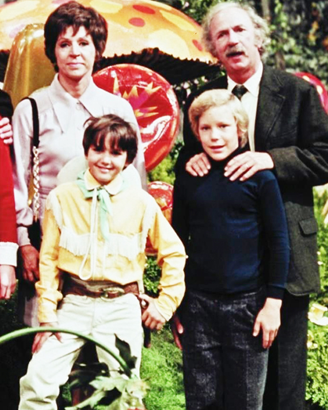 Watch: Cast of WILLY WONKA AND THE CHOCOLATE FACTORY Celebrates ...