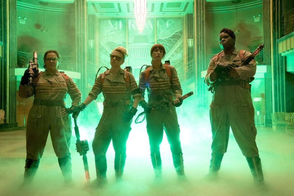 glowing-green-photo-from-ghostbusters-reboot
