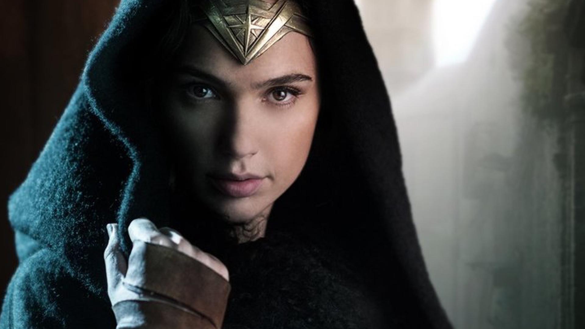 Wonder Woman Set Photos Show Chris Pine Escorting