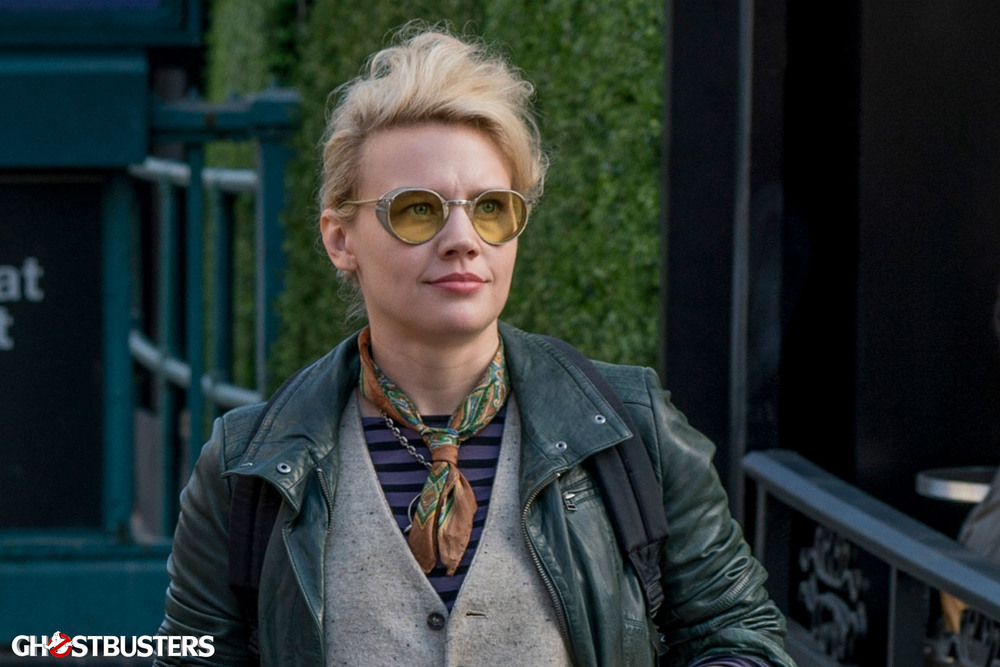 new-photos-from-ghostbusters-offers-first-look-at-chris-hemsworth3