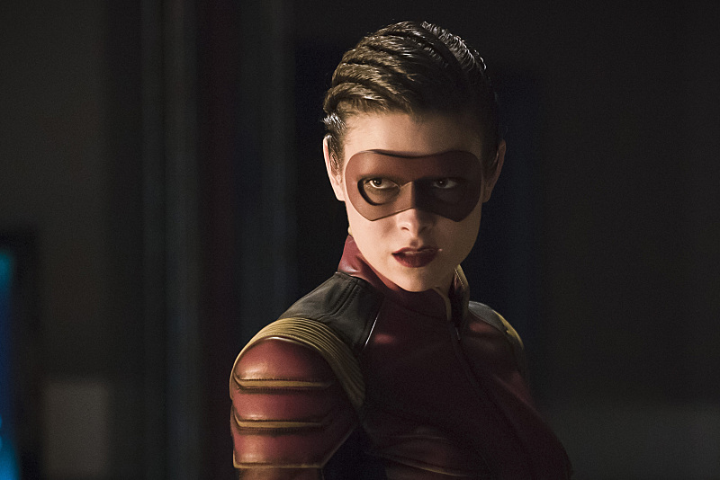 first-look-at-the-flashs-female-speedster-trajectory