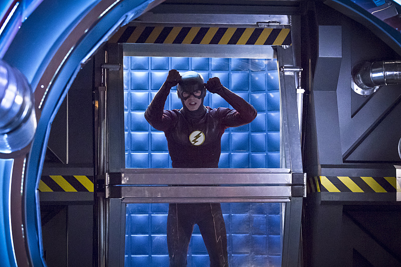 first-look-at-the-flashs-female-speedster-trajectory4.jpg