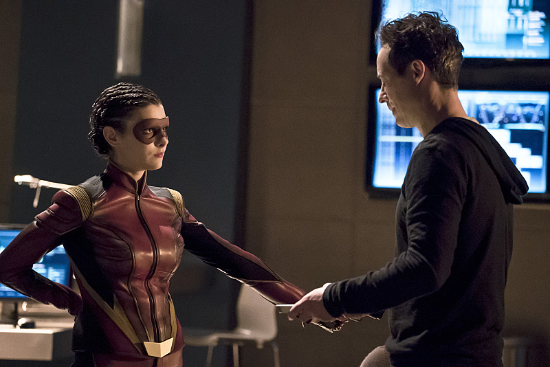 first-look-at-the-flashs-female-speedster-trajectory10.jpg