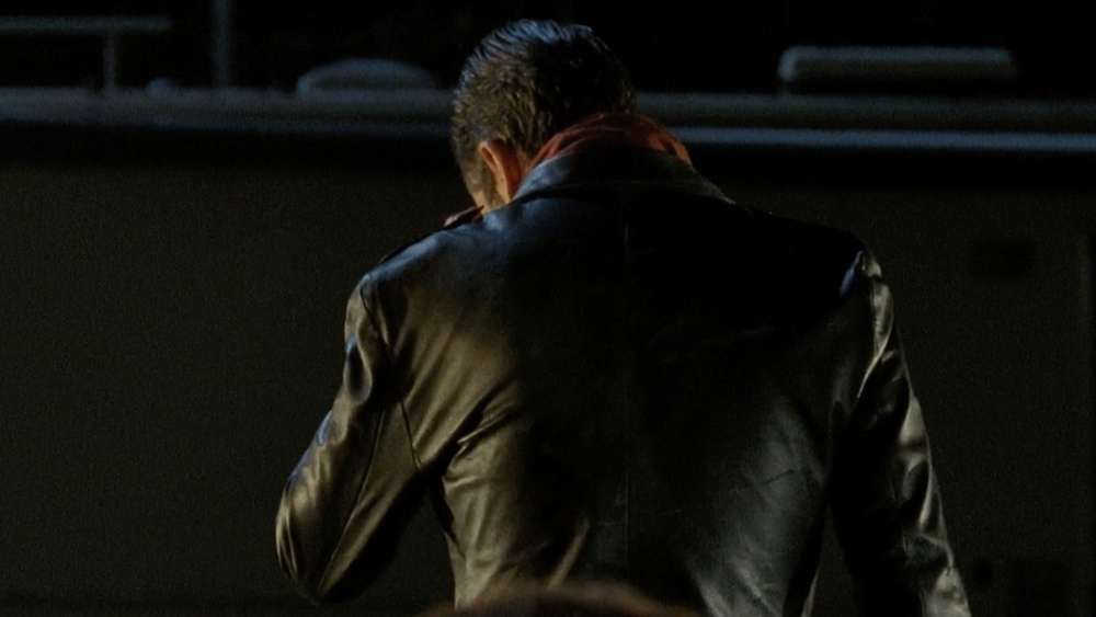 negan-shows-up-in-the-walking-dead-season-finale-promo-spot