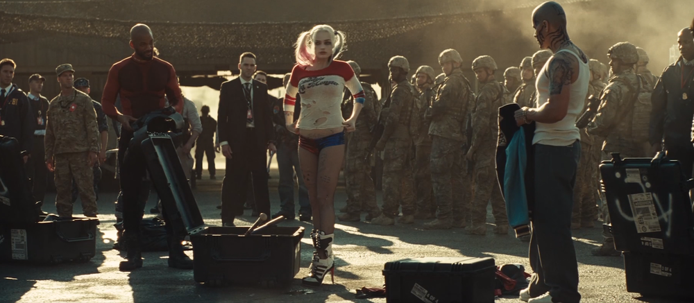 harley-quinns-classic-jester-suit-easter-egg-spotted-in-suicide-squad-trailer1