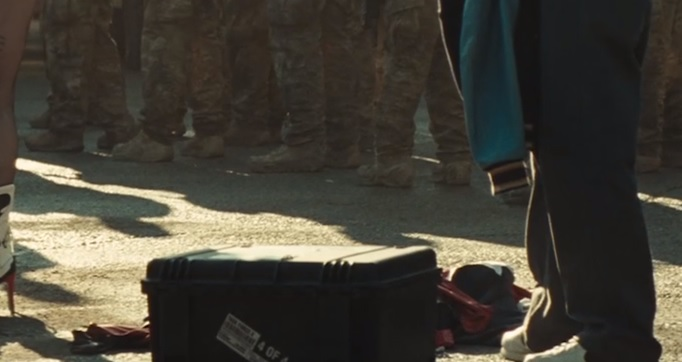 harley-quinns-classic-jester-suit-easter-egg-spotted-in-suicide-squad-trailer2