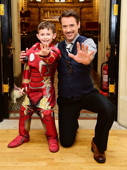 robert-downey-jr-stops-by-childrens-hospital-before-civil-war-premiere
