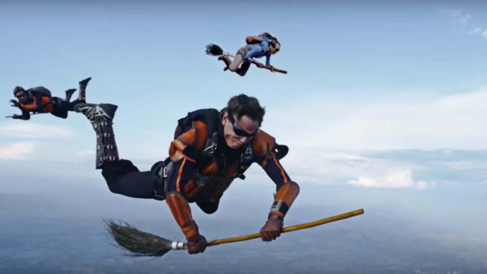 harry-potter-fans-play-a-real-life-game-of-flying-quidditch-after-jumping-out-of-an-airplane
