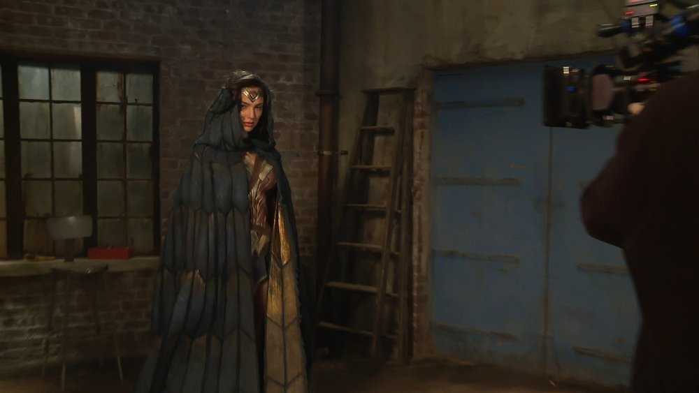 new-wonder-woman-photos-give-us-a-behind-the-scenes-look-at-the-amazonian-princess