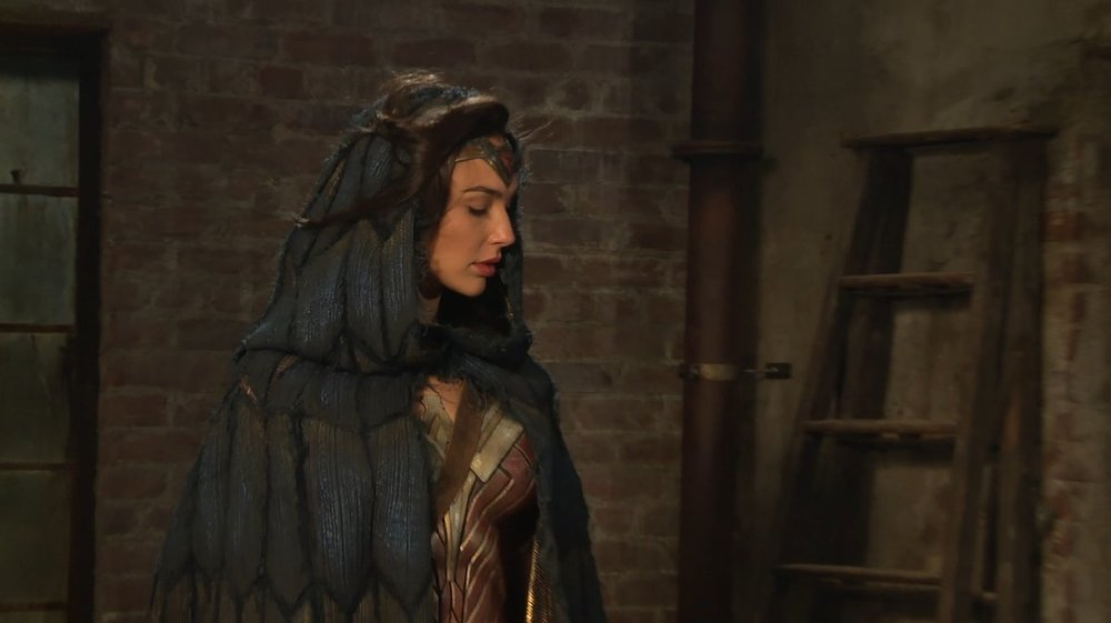 new-wonder-woman-photos-give-us-a-behind-the-scenes-look-at-the-amazonian-princess2