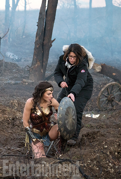 wonder-woman-is-ready-for-battle-in-new-photos-from-the-movie3.jpg