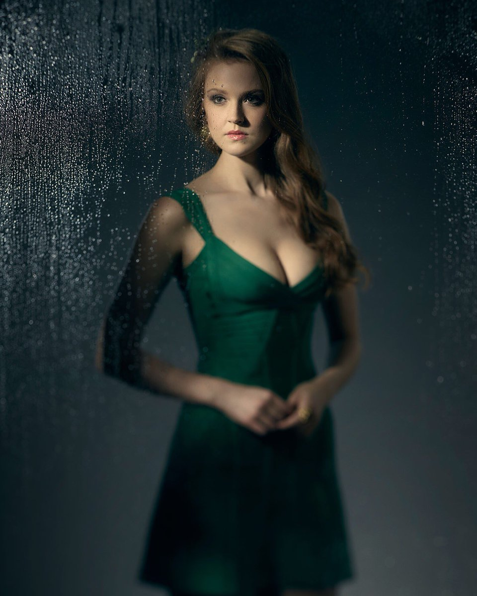first-look-at-the-older-poison-ivy-from-gotham-season-37