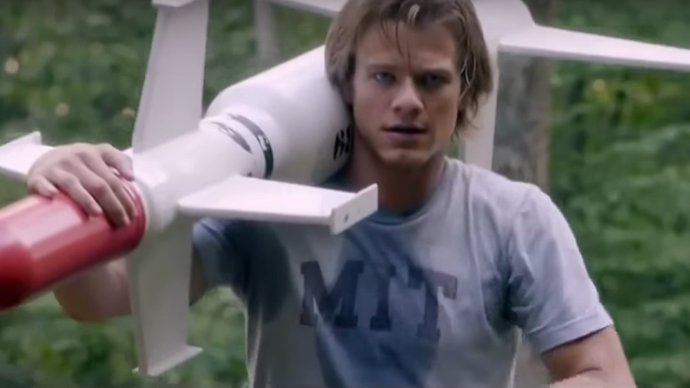 new-trailer-for-the-awful-looking-series-reboot-of-macgyver3