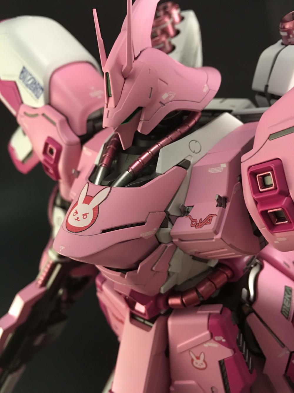 this-gundam-sazabi-mech-has-been-given-a-dva-overwatch-makeover3