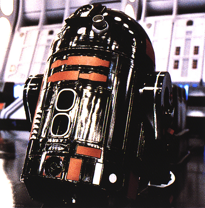 the-empire-has-their-own-r2-droid-in-rogue-one-a-star-wars-story33