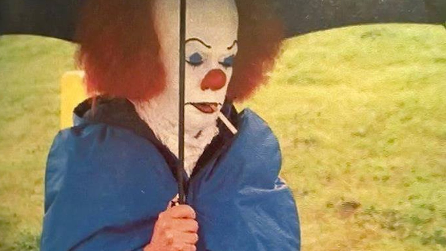 Behind The Scenes Photo Of Tim Curry As Pennywise In Stephen