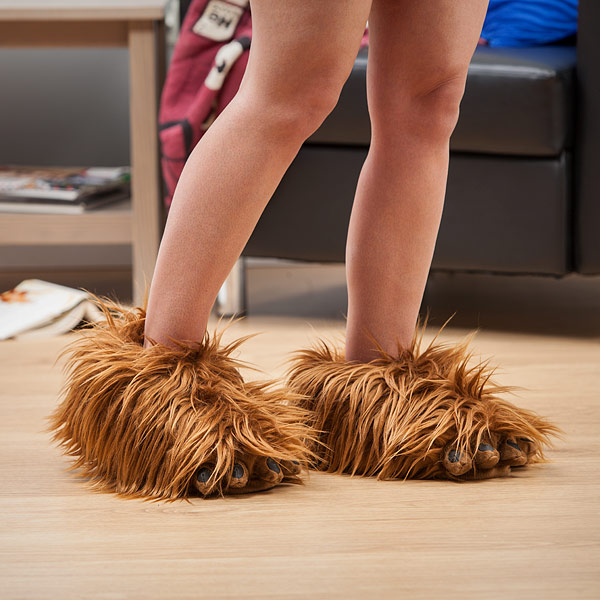 star-wars-inspired-chewbacca-slippers-come-complete-with-sound-of-his-roar2