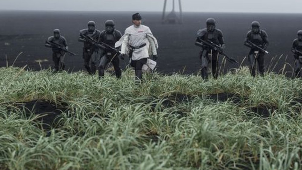 new images from star wars  rogue one and details on the
