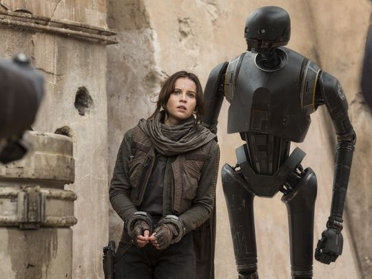new-images-from-star-wars-rogue-one-features-jyn-erso-orson-krennic-and-k-2so3