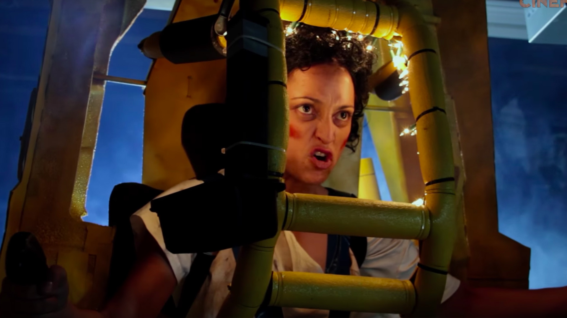 Watch ALIENSu0027 Power Loader Scene Recreated Using Cardboard  sc 1 st  GeekTyrant & Clever Daddy/Daughter Baby Ripley Power Loader Costume u2014 GeekTyrant