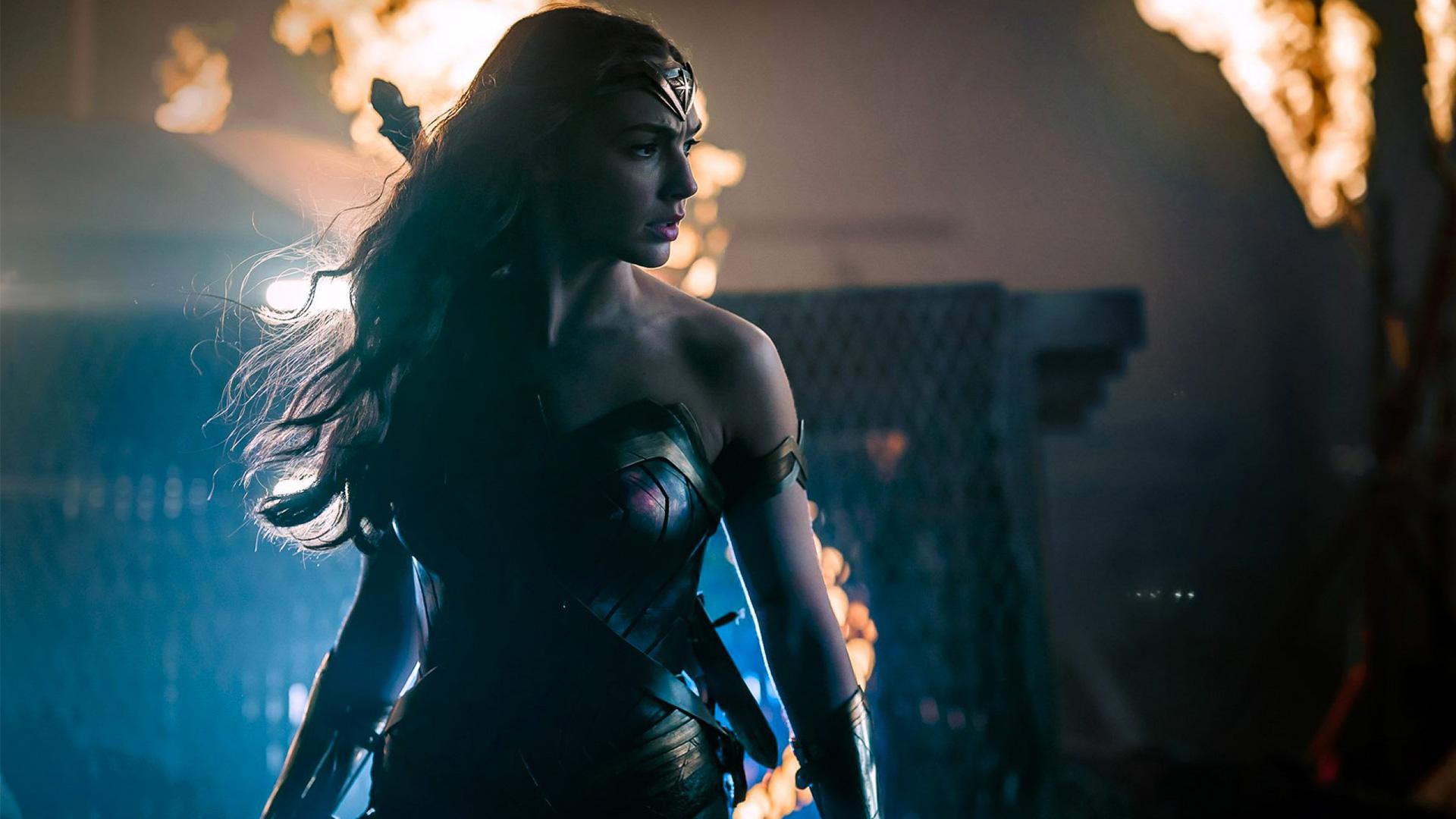 Original Wonder Woman Lynda Carter on Gal Gadot's Costume ...